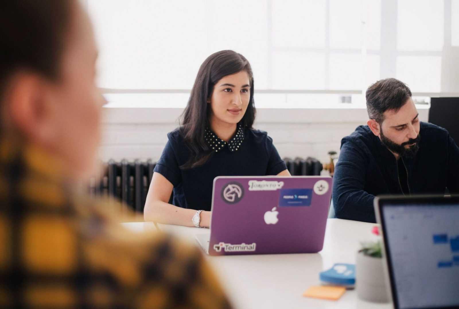 une adulte en session de formation e-coaching